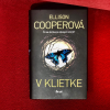 Psychotriler V klietke: Drsný knižný debut, ktorý vás nenechá chladnými
