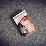 Novinka Skóre od Elle Kennedy: Nenáročné a pohodové čítanie (nielen) na letné obdobie