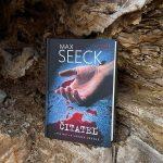 RECENZIA: Max Seeck – Čitateľ