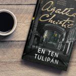 Detektívka En ten tulipán od Agathy Christie po prvý raz v slovenčine. Ponúka premyslený príbeh zo zaujímavého prostredia